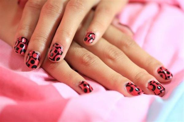 Simple Black Nail Art Designs & Supplies For Beginners-9