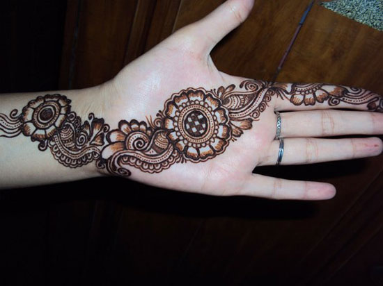 30 Very Simple Easy Best Mehndi Patterns For Hands Feet 2012 Henna Designs For Beginners 14 30 Very Simple, Easy & Best Mehndi Patterns For Hands & Feet 2012 | Henna Designs For Beginners