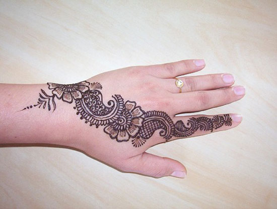 30 Very Simple Easy Best Mehndi Patterns For Hands Feet 2012 Henna Designs For Beginners 15 30 Very Simple, Easy & Best Mehndi Patterns For Hands & Feet 2012 | Henna Designs For Beginners