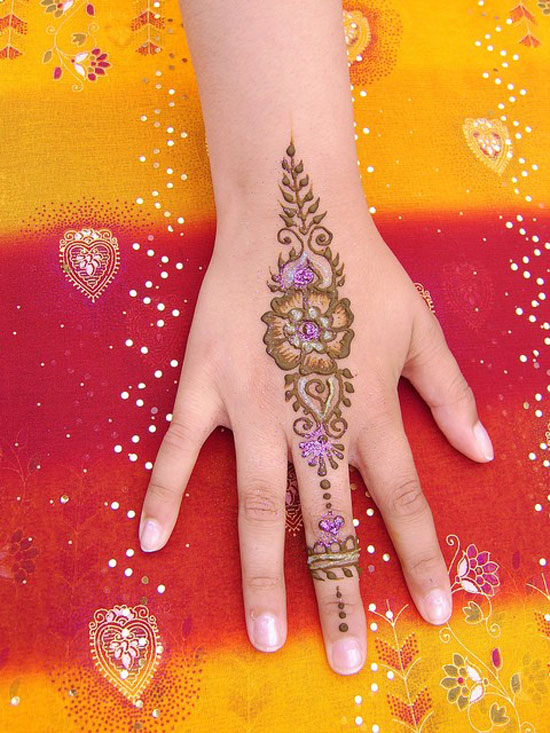 30 Very Simple Easy Best Mehndi Patterns For Hands Feet 2012 Henna Designs For Beginners 2 30 Very Simple, Easy & Best Mehndi Patterns For Hands & Feet 2012 | Henna Designs For Beginners