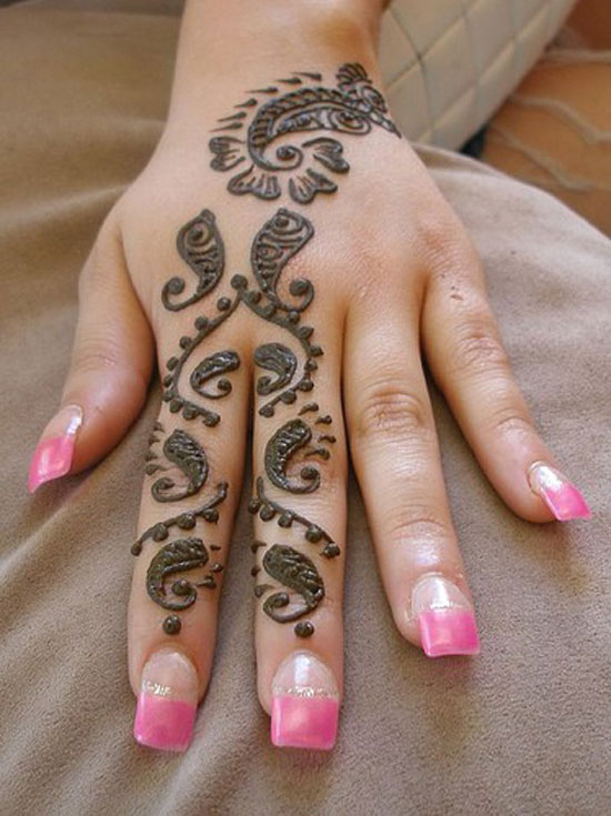 30 Very Simple Easy Best Mehndi Patterns For Hands Feet 2012 Henna Designs For Beginners 3 30 Very Simple, Easy & Best Mehndi Patterns For Hands & Feet 2012 | Henna Designs For Beginners