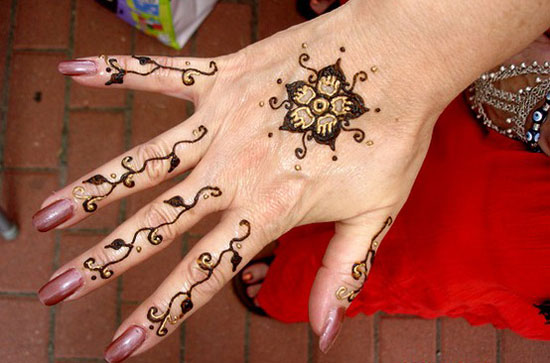 30 Very Simple Easy Best Mehndi Patterns For Hands Feet 2012 Henna Designs For Beginners 4 30 Very Simple, Easy & Best Mehndi Patterns For Hands & Feet 2012 | Henna Designs For Beginners