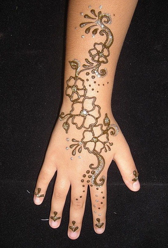 30 Very Simple Easy Best Mehndi Patterns For Hands Feet 2012 Henna Designs For Beginners 6 30 Very Simple, Easy & Best Mehndi Patterns For Hands & Feet 2012 | Henna Designs For Beginners