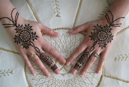 40 Photos Of Simple Yet Elegant Arabic Mehndi Henna Designs 2012 For Hands Feet 4 40 Photos Of Simple Yet Elegant Arabic Mehndi & Henna Designs 2012 For Hands & Feet