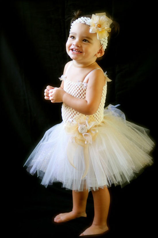 25-Best-Christmas-Costumes-Outfit-Ideas-2012-For-Newborn-Baby-Girls-Kids-17