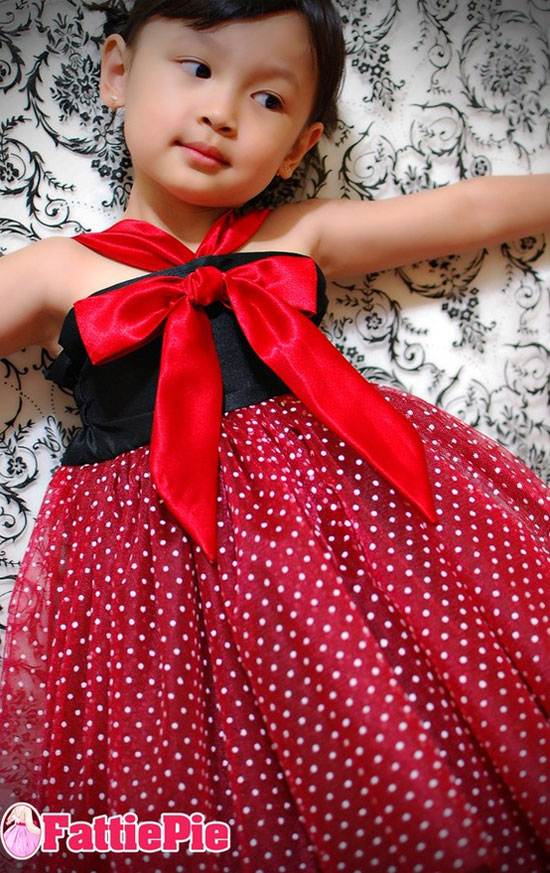 15 Beautiful Cute Christmas Dresses Outfits 2012 For Newborn Baby Girls Kids 15 15 Beautiful & Cute Christmas Dresses & Outfits 2012 For Newborn Baby Girls, Toddlers & Kids