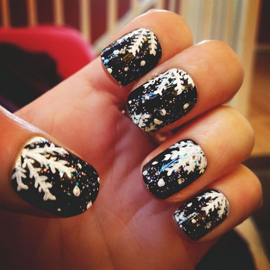 inspiring winter snowflake nail art ideas designs 2012 2013 for girls girlshue. Black Bedroom Furniture Sets. Home Design Ideas